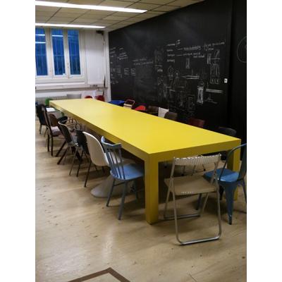 lunchtafel KossmanndeJong tentoonstellingsinrichters